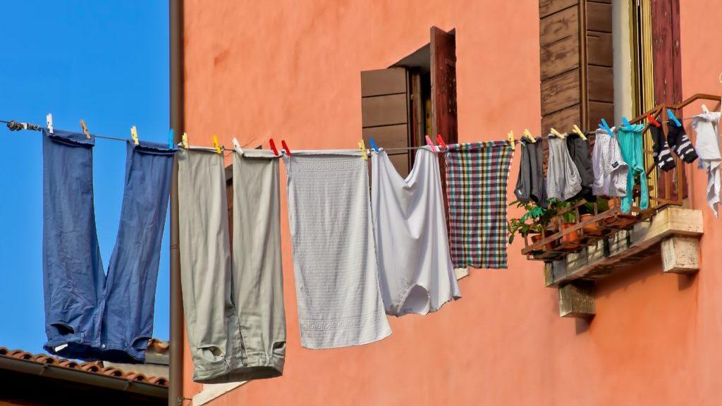 洗濯物を干している様子2