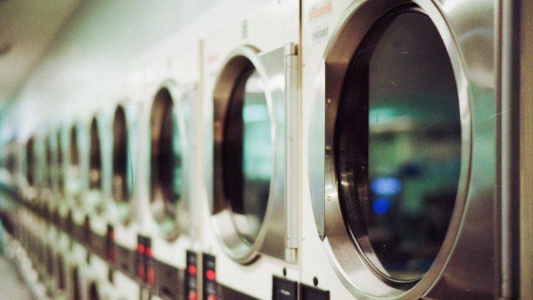並んでいる洗濯機
